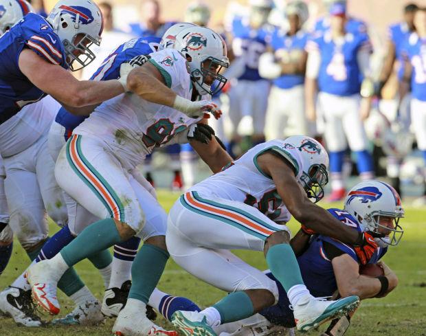 NFL free agency Notebook: Bills cut QB Fitzpatrick; Gonzalez returns