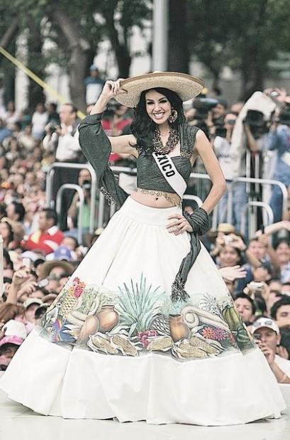 Desfilan En Trajes Típicos Concursantes De Miss Universo