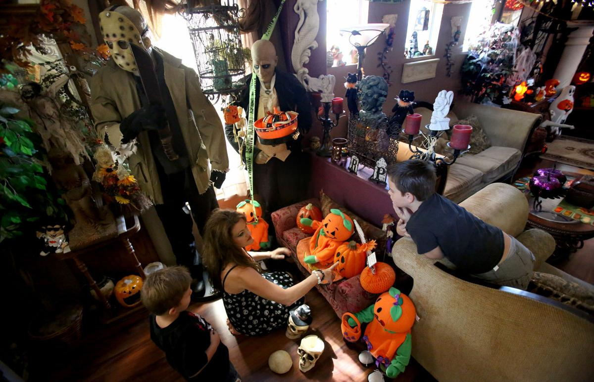 halloween house - When To Start Decorating For Halloween