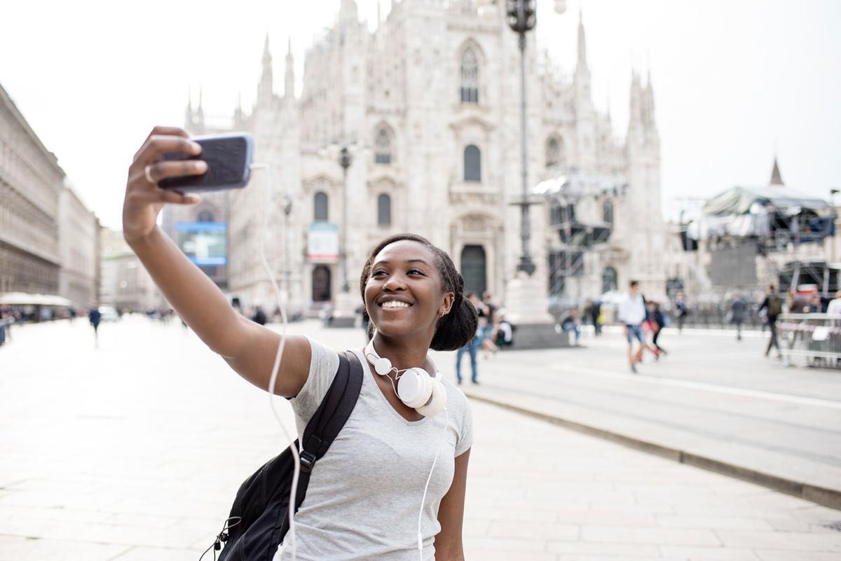 Millennial solo travel
