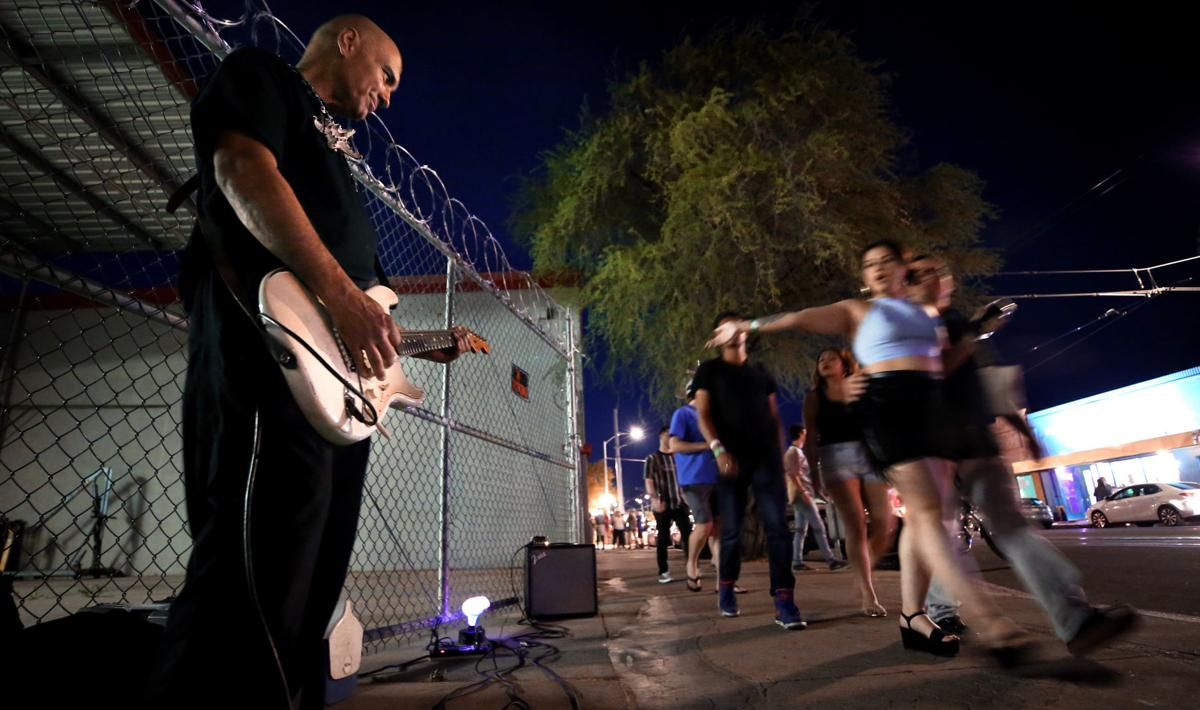 Buskers in Tucson