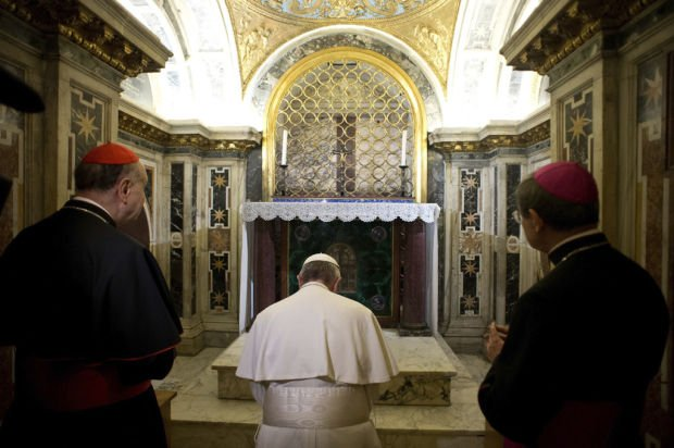 Francis visits St. Peter's tomb