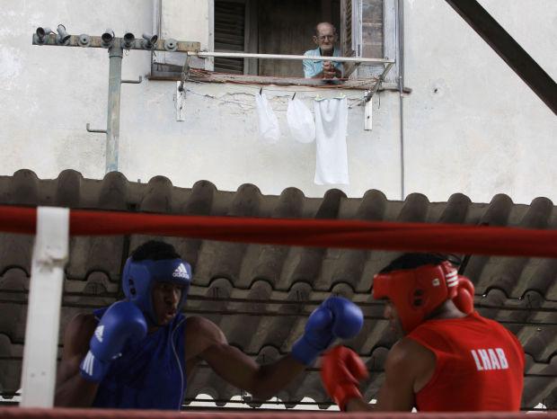 Boxeo cubano coquetea con profesionalismo