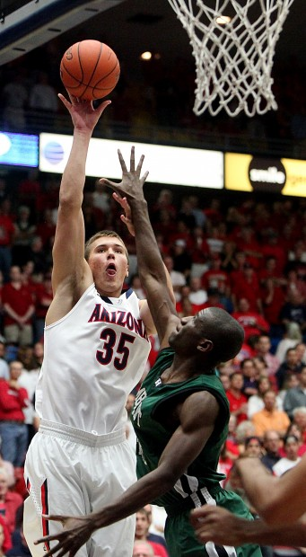 Arizona Basketball: Cats' focus shifts to center: Tarczewski is new weapon