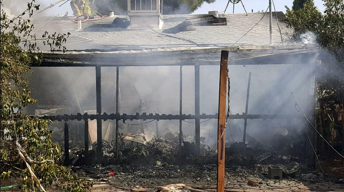 7 dogs OK after Tucson house catches fire