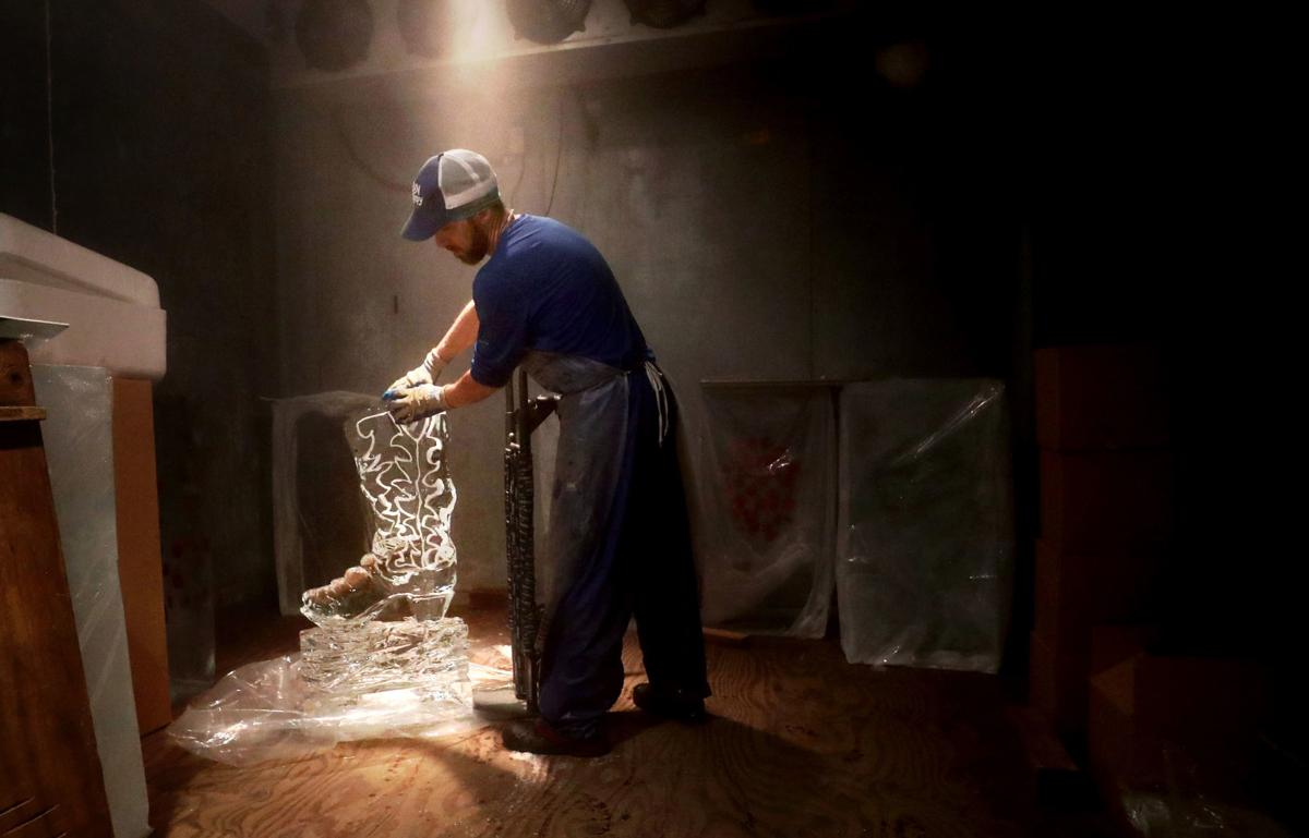 Local business thrives making ice art in the desert