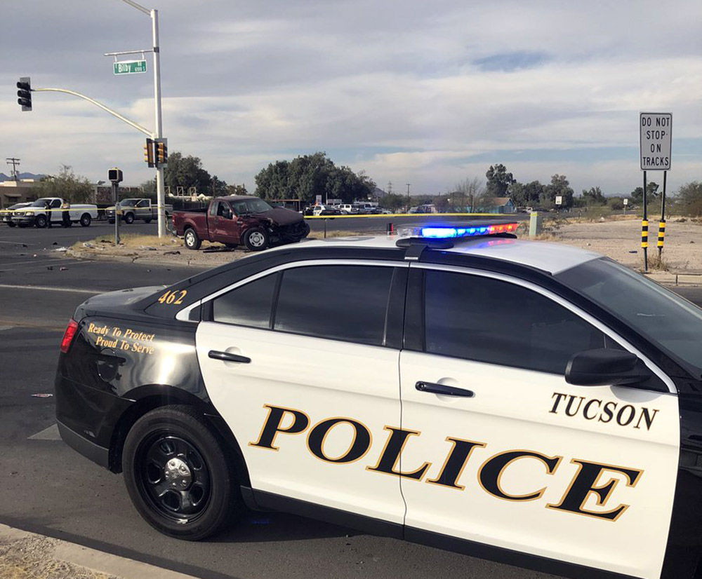 Wreck closes intersection on Tucson's south side