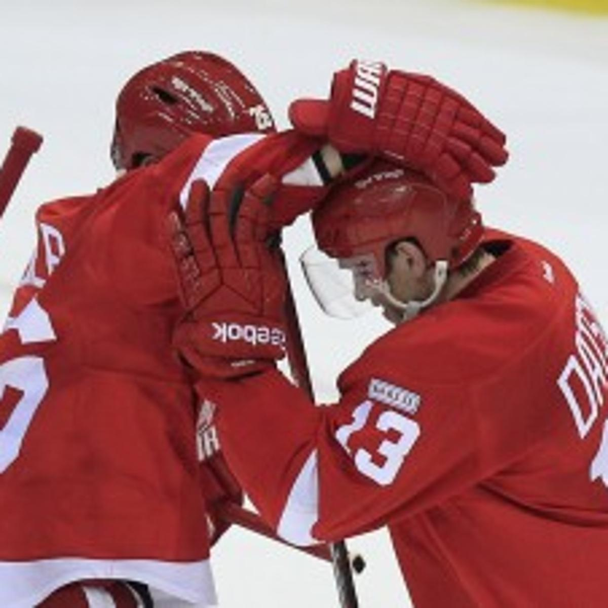 NHL: Late goal gives Detroit shot at another home win mark