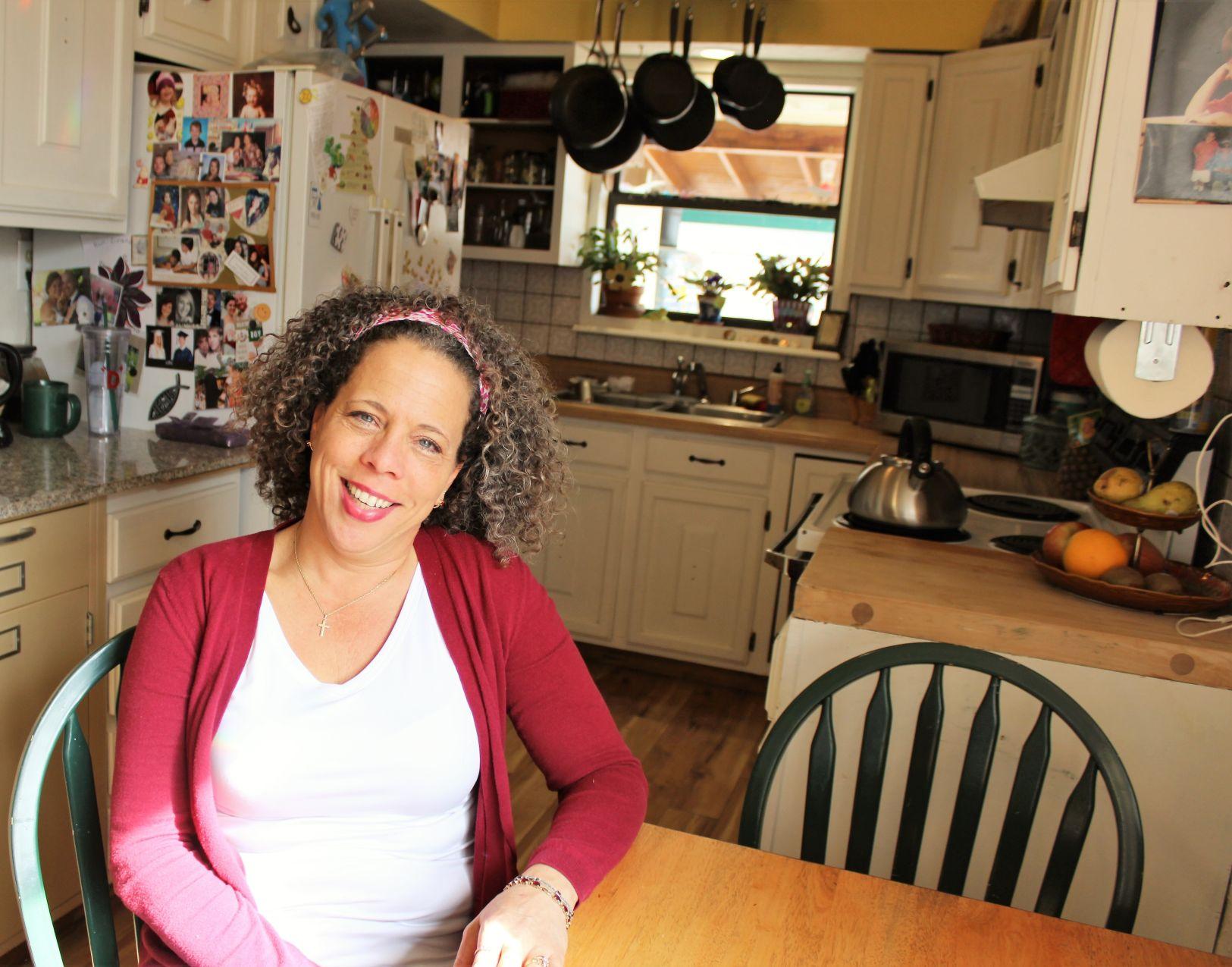 De Anne Dwight sits in the kitchen
