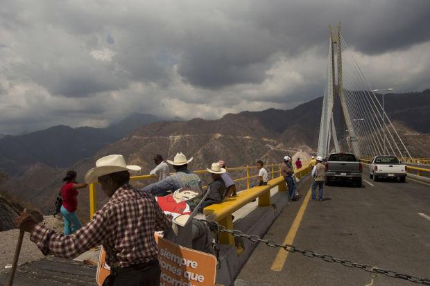 Mexico sets $100B rail, ports, roads plan