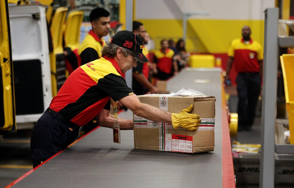 New DHL service center