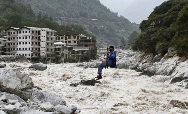 India flood toll hits 1,000 amid major rescue effort