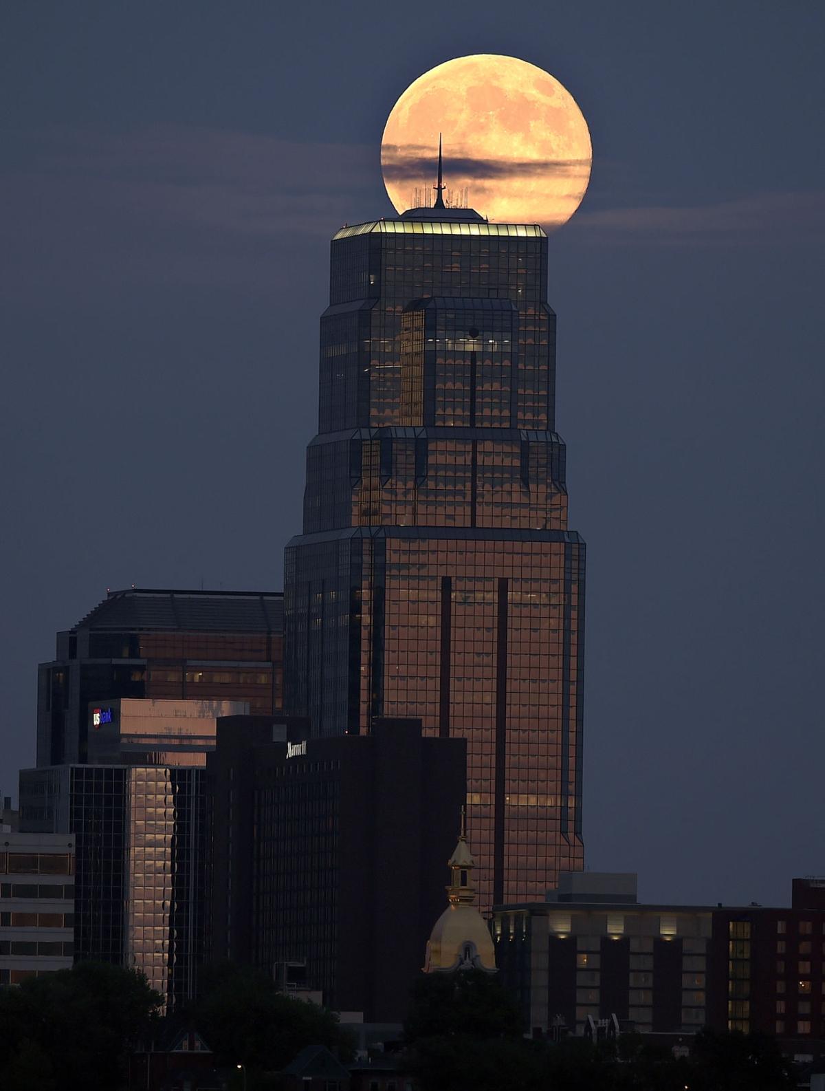 Photos: Supermoon around the world   Latest News   tucson.com