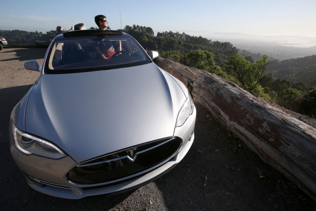 tesla 39 s electric cars a tough buy in arizona news about tucson and southern arizona businesses. Black Bedroom Furniture Sets. Home Design Ideas