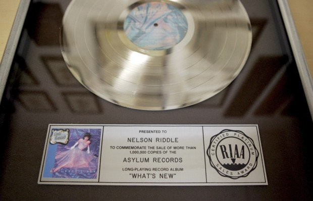 'What's New'? Ronstadt's Riddle memorabilia at UA