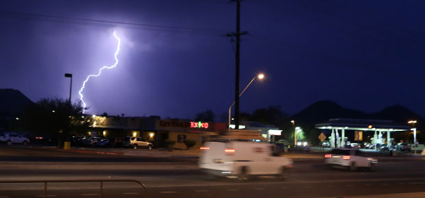 Monsoon arrives in Tucson with bang