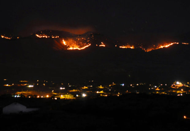 Wildfire east of Nogales grows