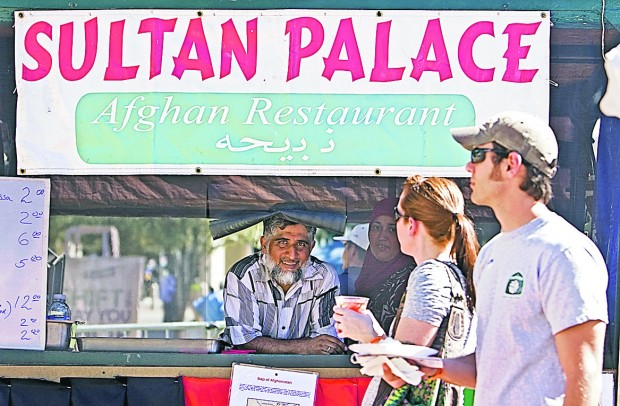Tucsonans gather to meet, and eat