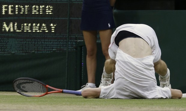 Wimbledon notebook: Murray tumbles again, but is 'step closer,' Federer says