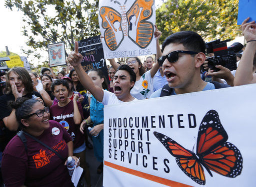 Young US immigrants mobilize effort to avoid deportation