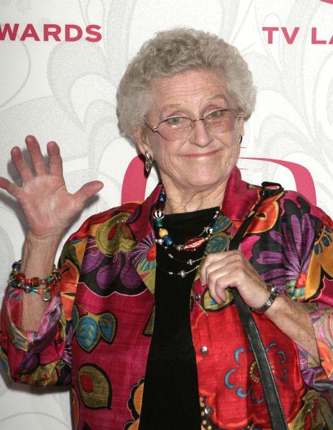 Ann B. Davis, 'Alice' of 'The Brady Bunch' dead at 88