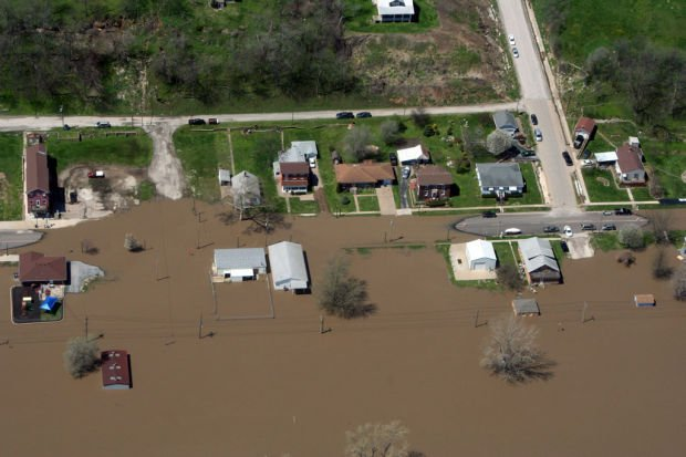 Mississippi River areas struggle to stave off flooding