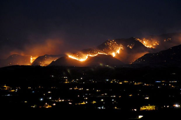 Crews set their own fires to slow 10,775-acre blaze near Patagonia