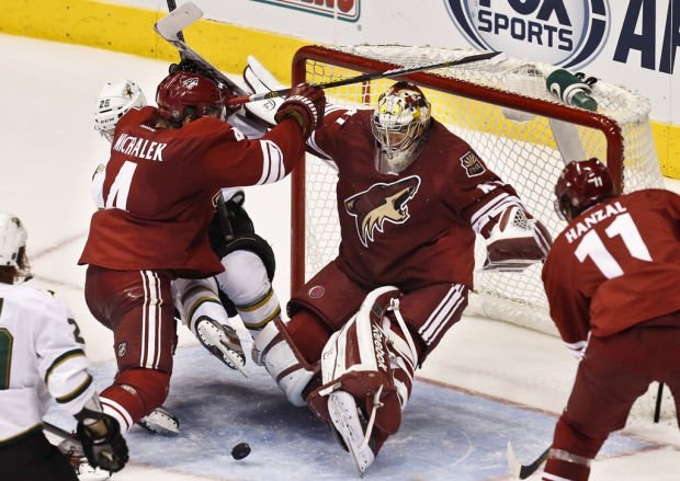 NHL: Klinkhammer scores in debut as Coyotes win
