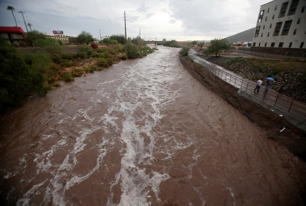 Major monsoon storm hits Tucson area