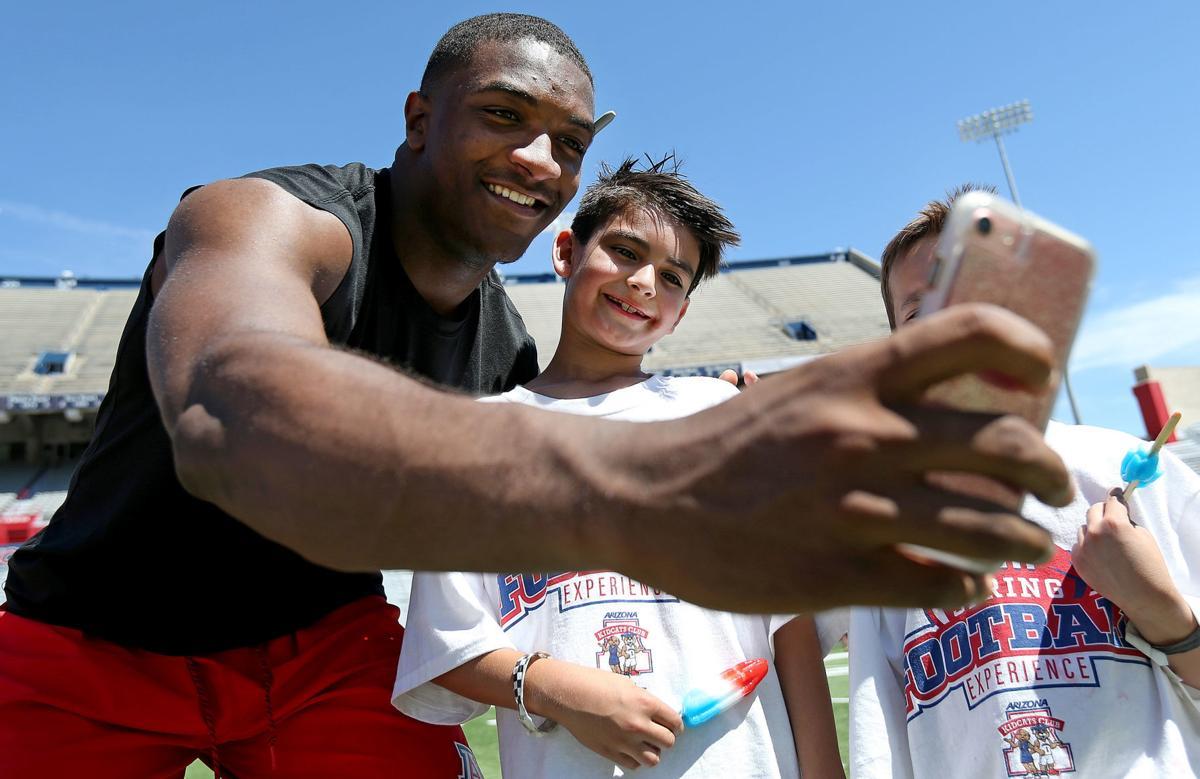 Arizona Wildcats run drills with kids