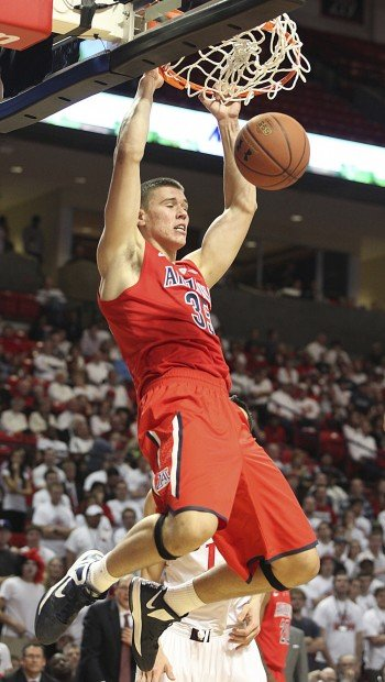 Arizona notebook: Cats' 7-footer clears the glass