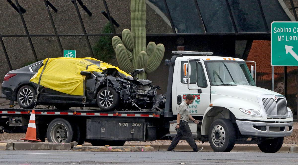 tucson police continue search for driver in crash that killed 2