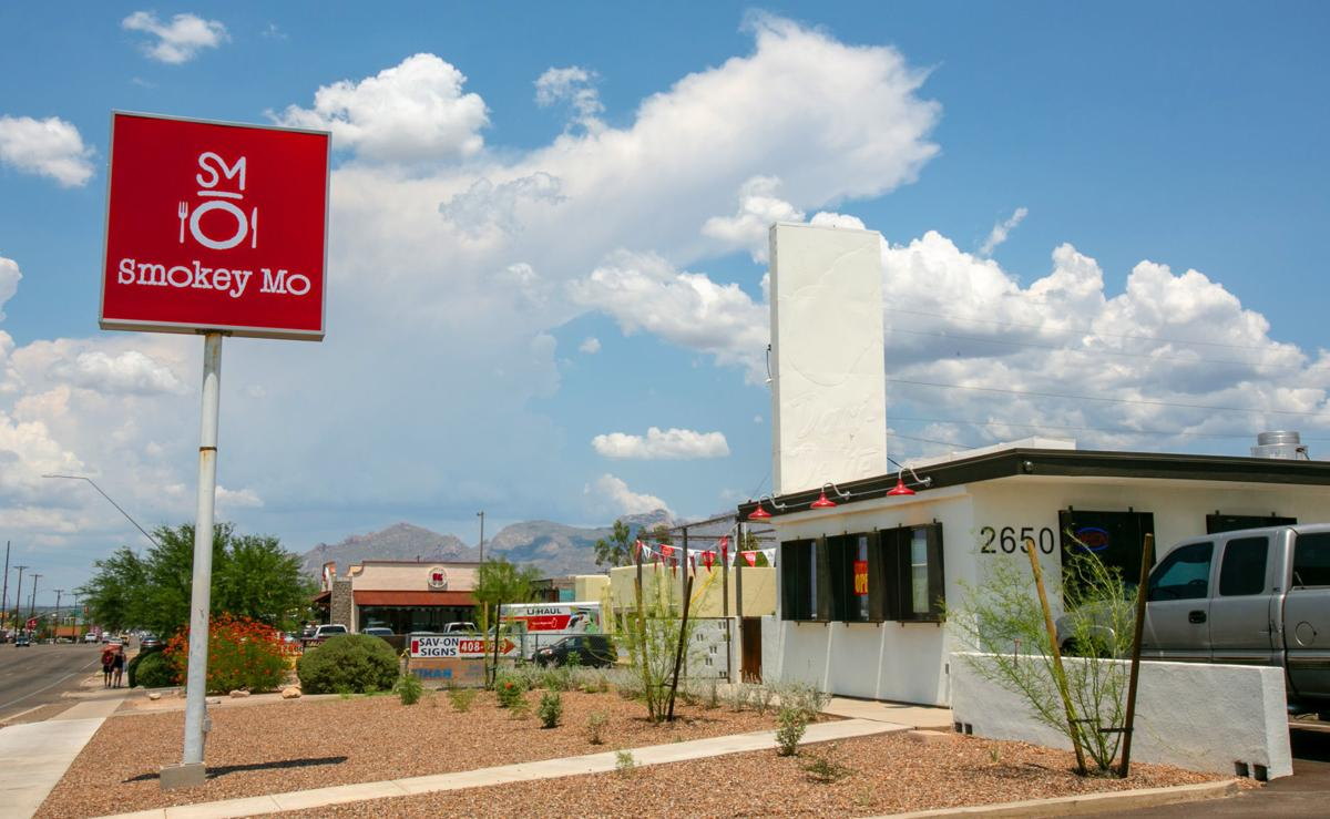 Tucson\'s old Shari\'s Drive-In burger stand is now home to Smokey Mo ...