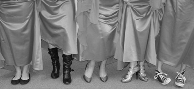 5 women, 1 ugly dress make breezy humor