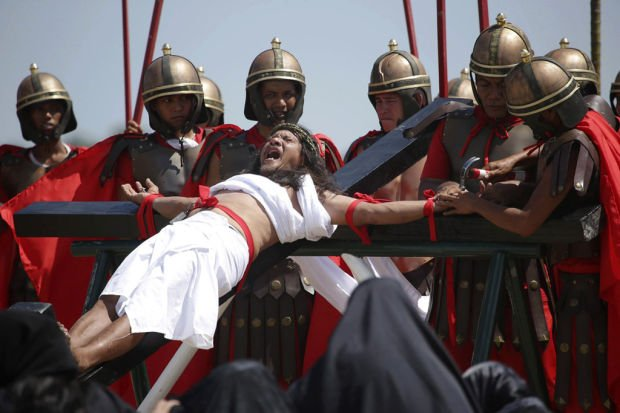 Filipinos nailed to crosses to show their devotion