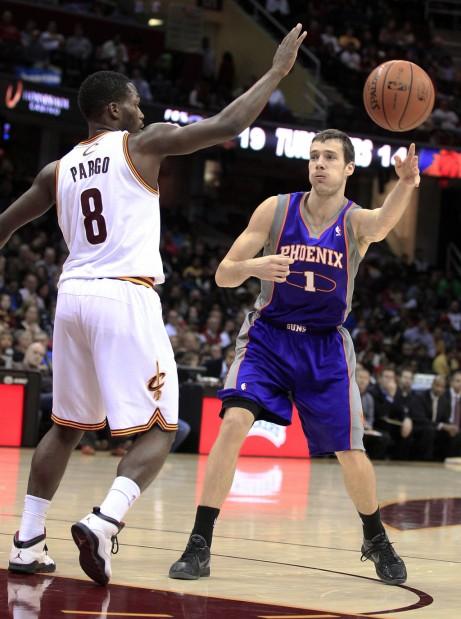 NBA: 14-0 run pushes Suns to win