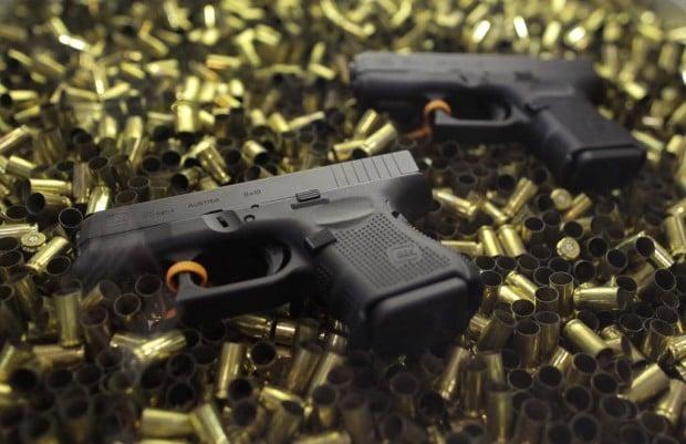 Border Boletín: Gun ownership down in the U.S., survey shows