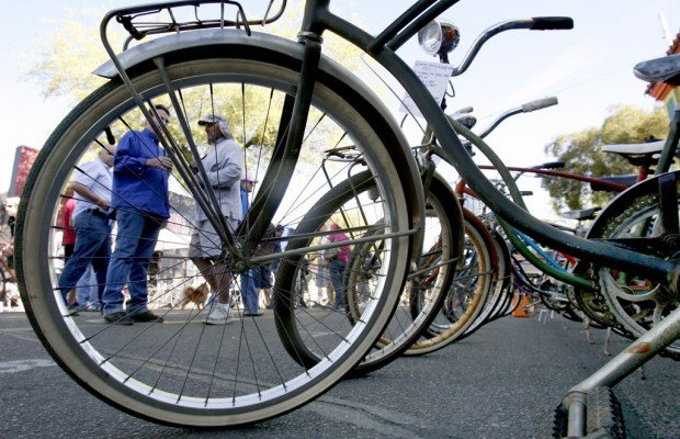 Photos: Swap meet for bicycle lovers