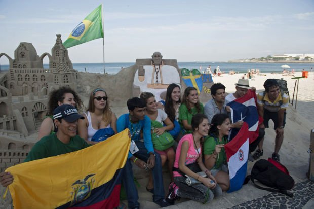 Catholic youths pack Rio to see 'slum pope'