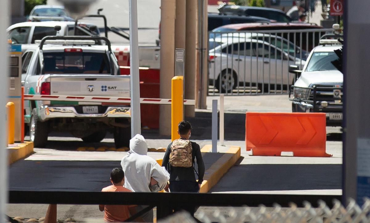 Asylum seekers, migrants, Nogales