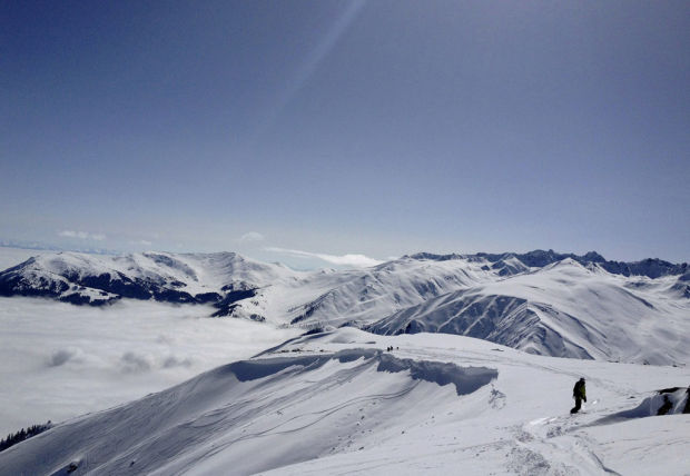 Skiing in Kashmir is winter nirvana - even with the ever-present soldiers and their AK-47s