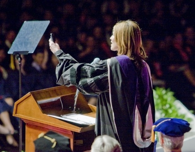 Savannah Guthrie speaks at 2011 University of Arizona Spring commencement