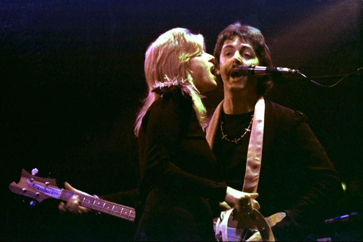 1998: Linda McCartney dies in Tucson