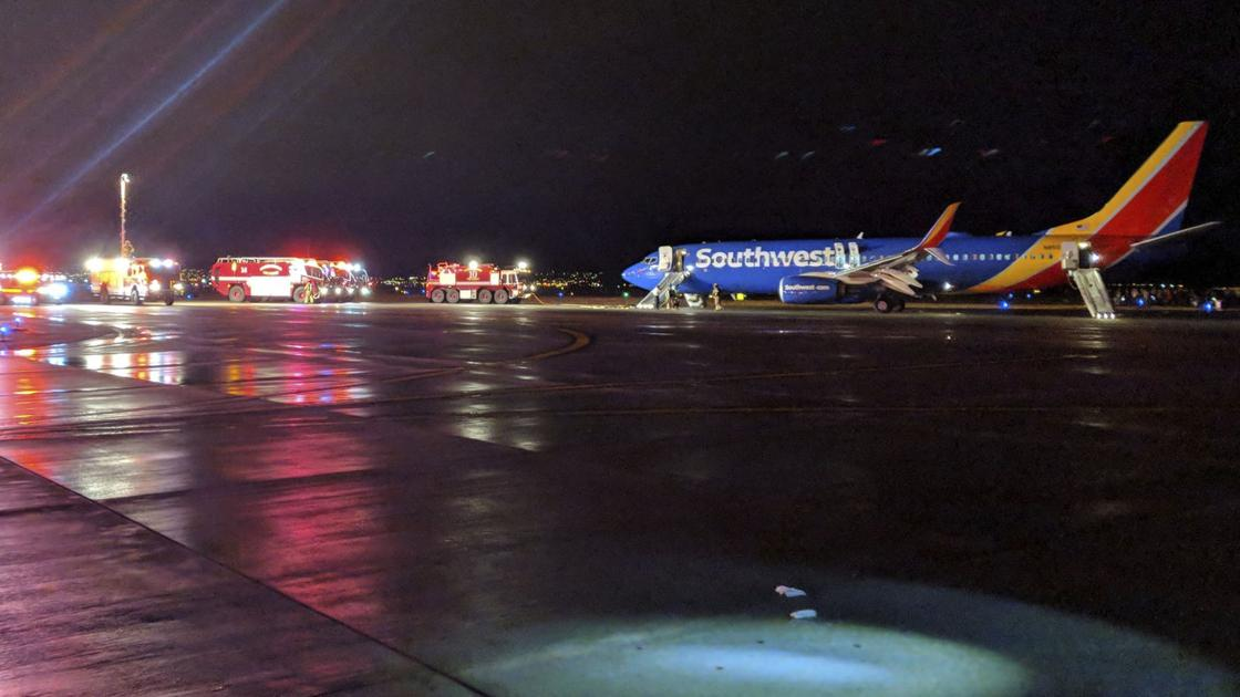 Southwest passengers on flight from Phoenix leap from wing after emergency landing