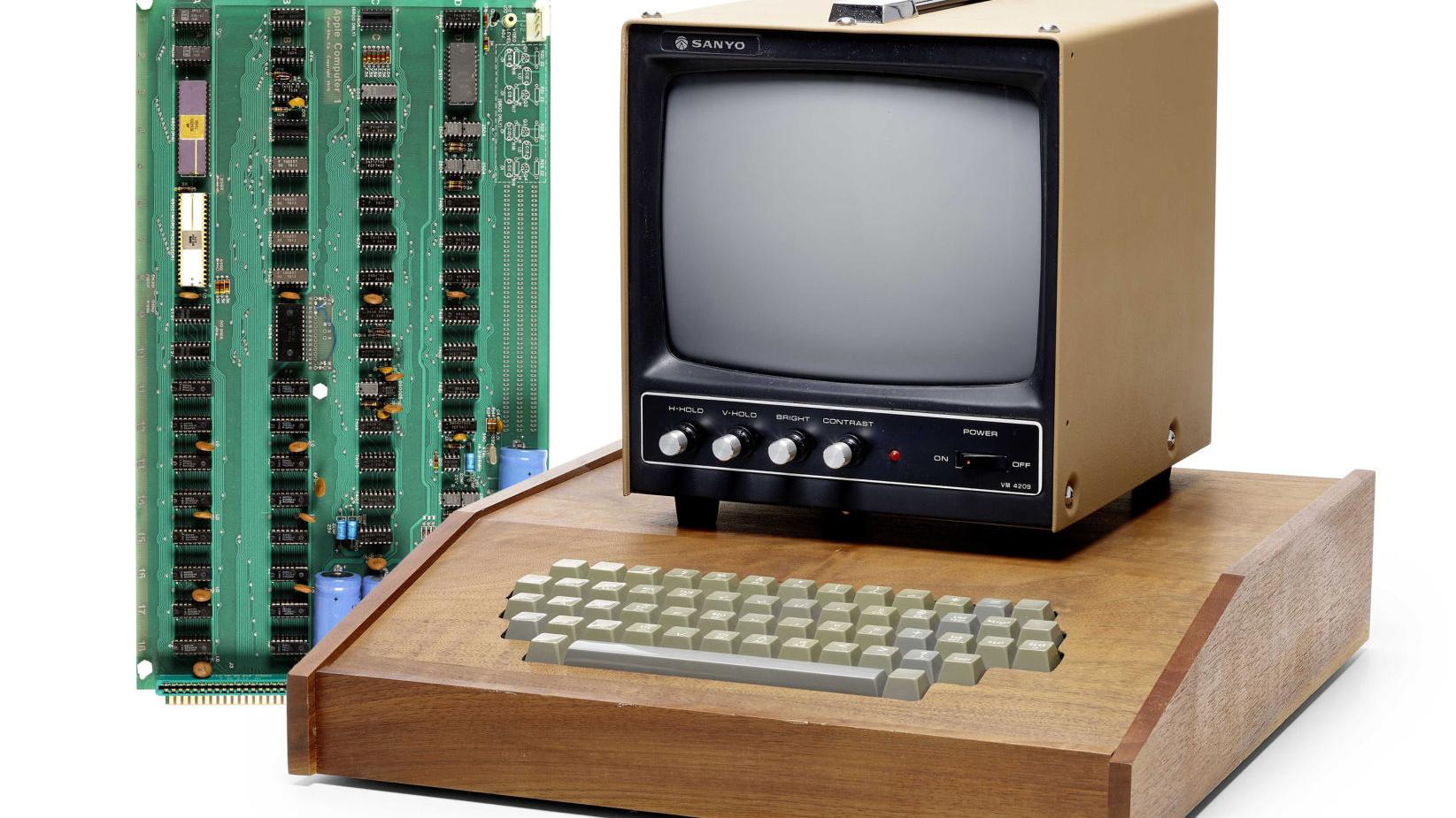 Rare First Generation Apple Computer In Top Condition Sold