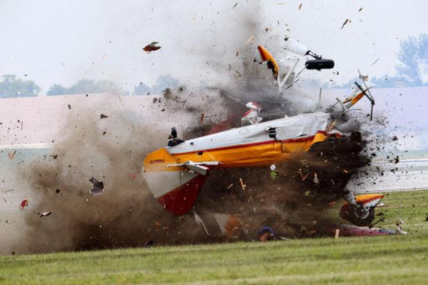Photos Plane Crash At Ohio Air Show Kills 2 News