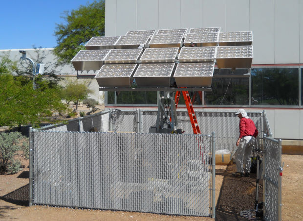 Concentrating photovoltaic array
