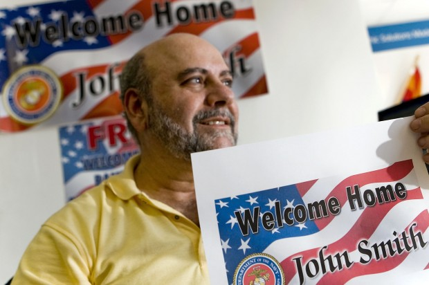 Free 'welcome home' signs offered for returning troops