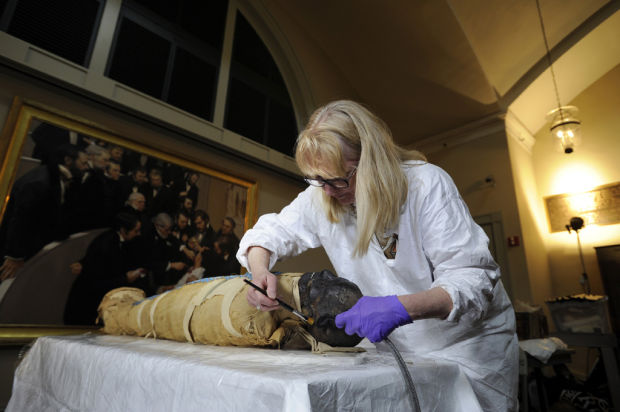 After 2,500 years, what mummy can't use facelift?