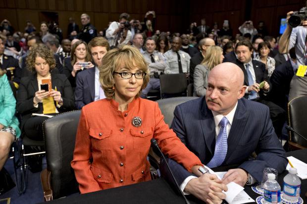 Gabrielle Giffords , Mark Kelly